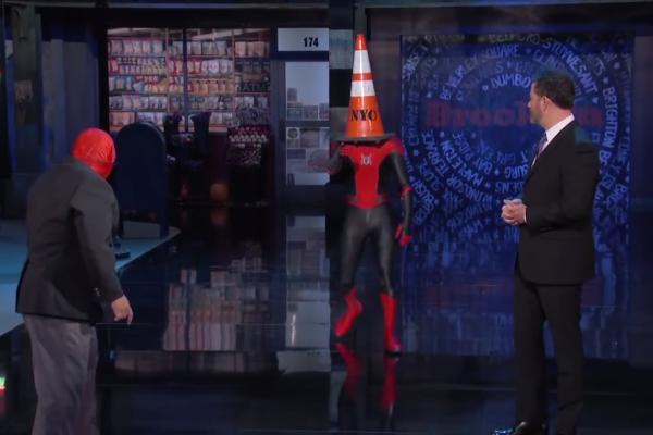 スパイダーマンのマスクが奪われた!!その意外な理由は!アメリカトーク番組に突撃登場!
